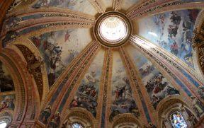 A bela cúpula é tão grande que não cabe na foto