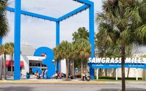 Uma das entradas do Sawgrass Mills na Flórida