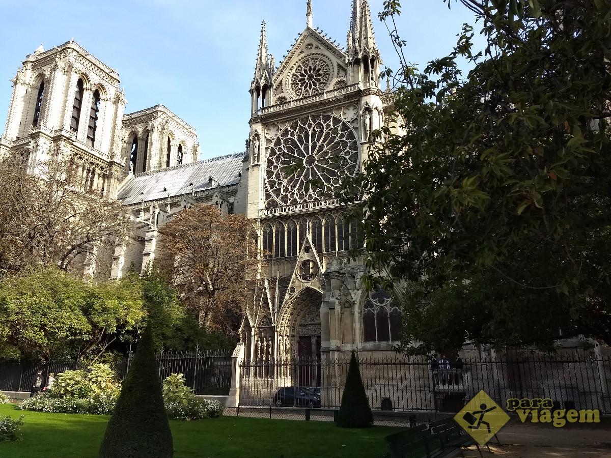 Lateral da Catedral de Notre Dame