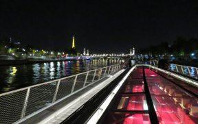 Cruzeiro Noturno pelo Rio Sena em Paris