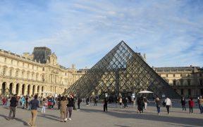 Pirâmide de Vidro no Museu do Louvre