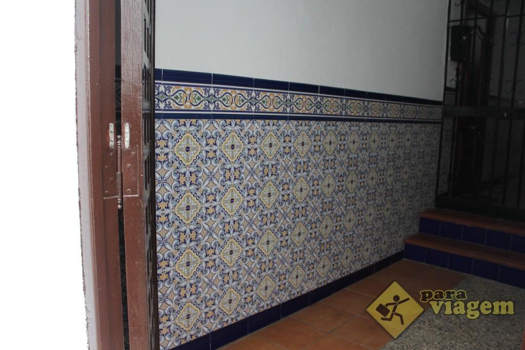 Outras apresentam azulejos multicoloridos na entrada