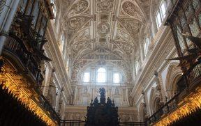 O belo teto sobre o Coro da Capela-Mor