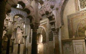 O belo Mihrab da antiga Mesquita