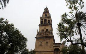 O campanário de hoje era o minarete de antes