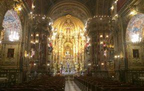 O altar é um relicário gigante