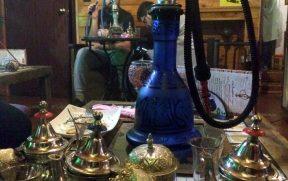 Nas Teterías temos chá e narguilé