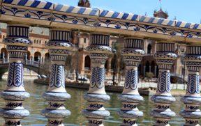 Balaustrada de cerâmica pintada