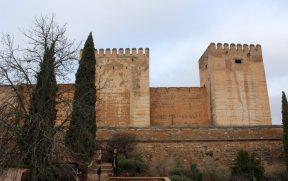 Torre de la Quebrada (esq) e Torre del Homenaje (dir)
