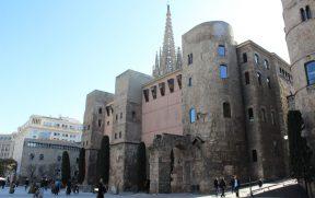 Plaça Nova: Casa de l'Ardiaca e os resquícios da muralha e do aqueduto romano