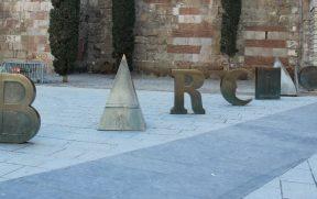 Monumento em homenagem a Barcino na Plaça Nova