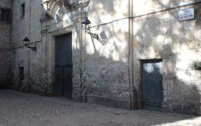 A fachada esburacada da Ig. St. Felip Neri