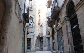 Uma das ruas do El Call do Bairro Gótico de Barcelona