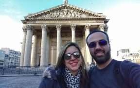 Casal no Pantheon de Paris