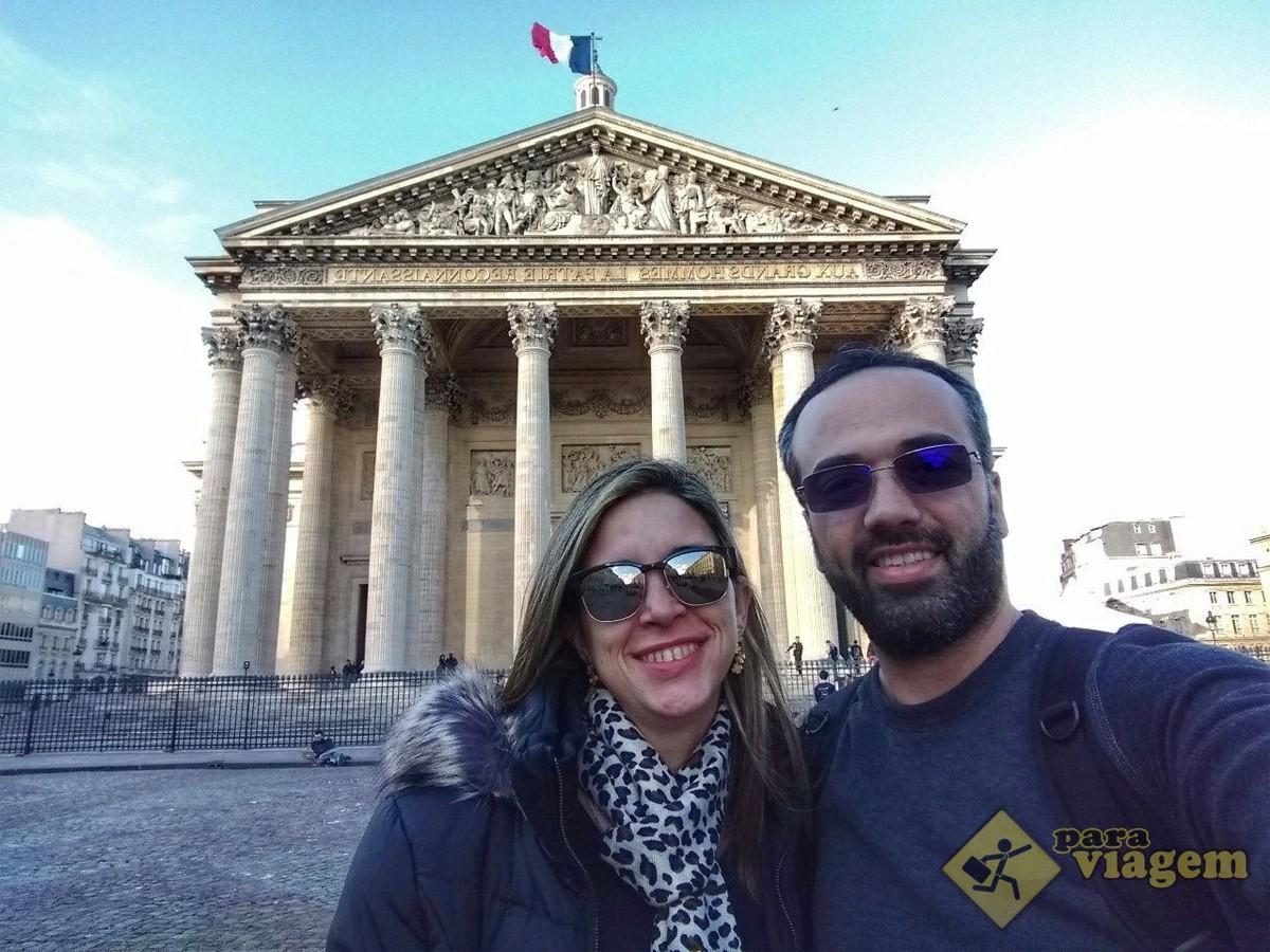 Casal no Pantheon de Paris
