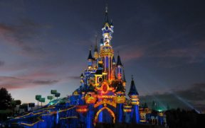 Castelo no Show Disney Illuminations de Paris