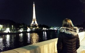 Margem do Rio Sena com vista da Torre Eiffel