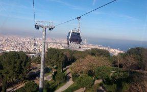 Teleférico subindo o Montjuȉc em Barcelona