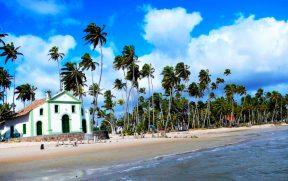Igrejinha do século XVIII na Praia dos Carneiros