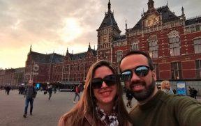Nós na Centraal Station de Amsterdam