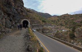 Saída do túnel ao lado da estrada