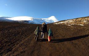 Família no Chile subindo o vulcão Osorno