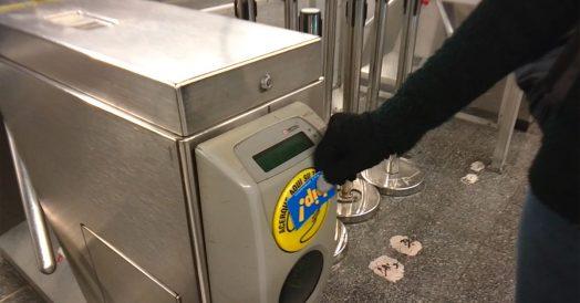 Usando o cartão Bip no metrô