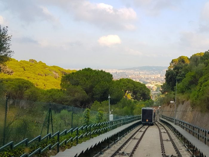 Vista de Barcelona de dentro do funicular