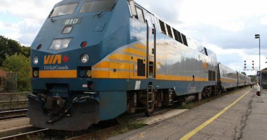 Trem da Via Rail no Canadá