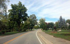 Estrada canadense no final do verão / início do outono