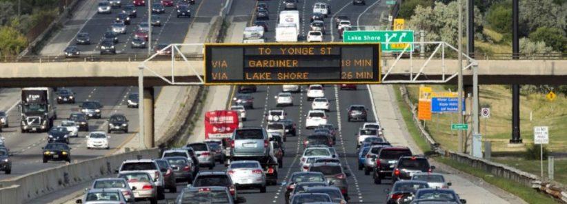 Sim... Toronto tem trânsito nos horários de rush