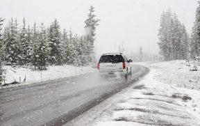 Estrada canadense no inverno