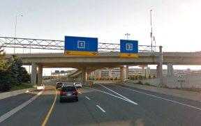 Ao nos aproximarmos do Aeroporto de Toronto, começam a aparecer as placas indicando os terminais