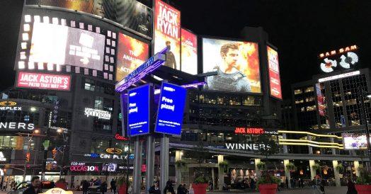 Yonge-Dundas Square à noite