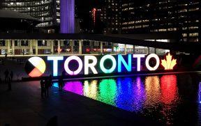 O 3D Toronto Sign muda de cor o tempo todo