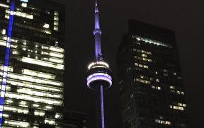 A CN Tower também muda de cor