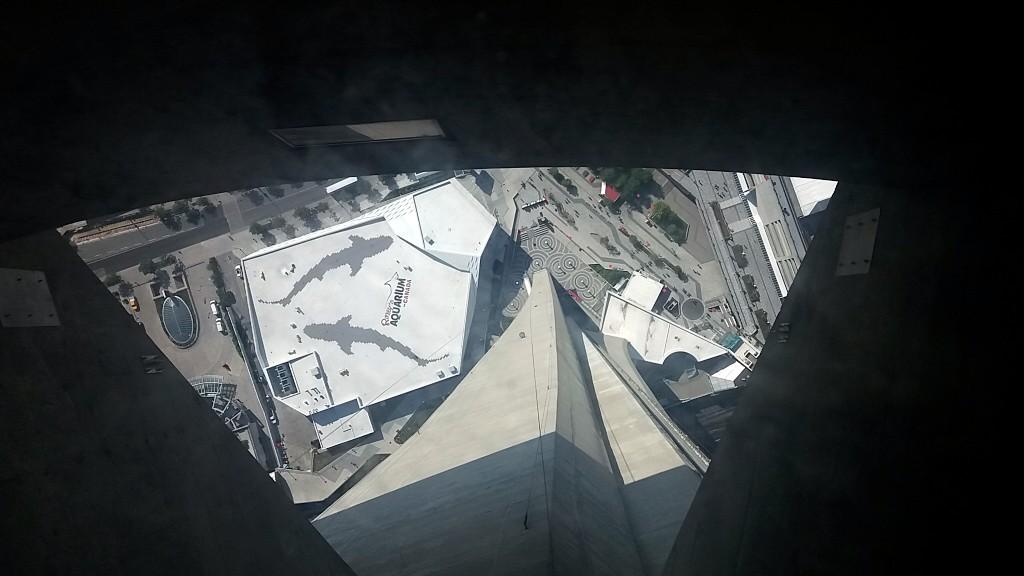 O abismo visto por quem está em cima do Glass Floor