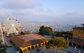 Barcelona vista do alto do Monte Tibidabo