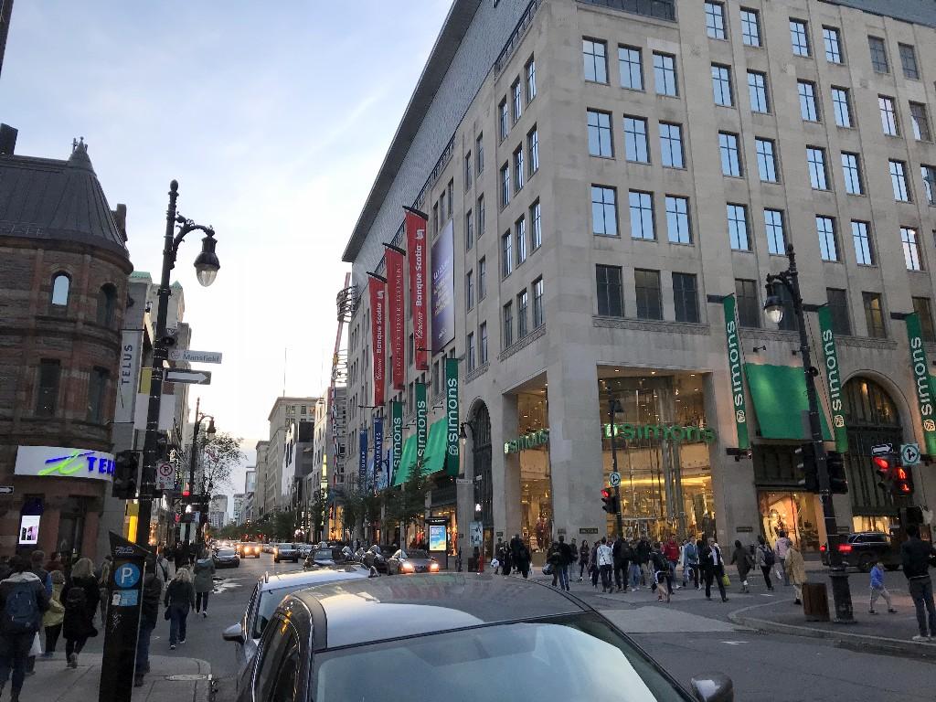 Rue Sainte-Catherine em Montreal