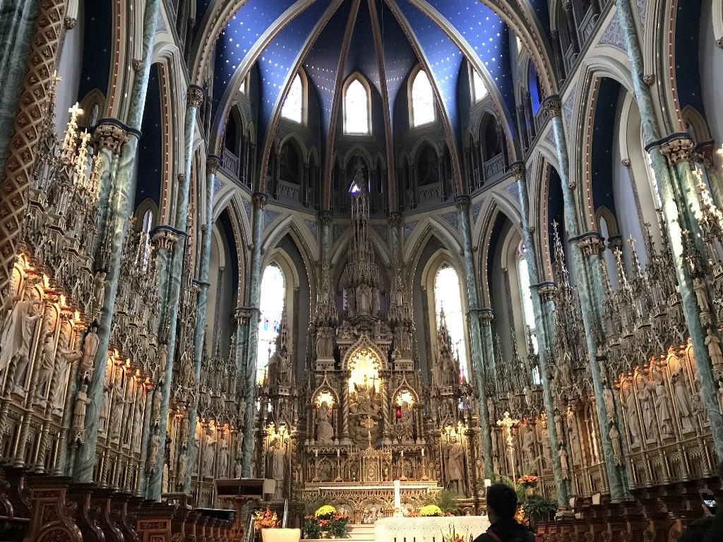 O altar lindamente neogótico