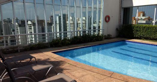 Piscina com Vista de São Paulo