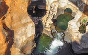 Detalhe das rochas esculpidas em Bourke's Luck Potholes