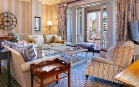 Sala de Estar no Quarto do Cape Grace Hotel