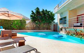 Piscina do Villa Atlantica Guesthouse