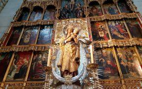 Virgem Maria de Almudena com menino Jesus no colo