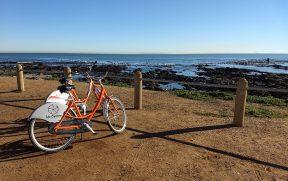 Bicicletas em frente ao naufrágio em Green Point