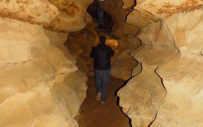 Caminhando pelas Echo Caves na África do Sul