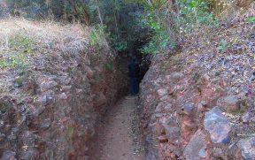 Caminho estreito até as Echo Caves
