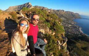 Casal curtindo o visual de Cape Town