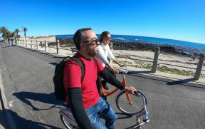 Casal passeando de bicicleta em Cape Town